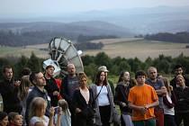 Z pozorování reje perseidů na takzvané radarové louce hvězdárny v Ondřejově u Prahy.