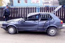 Automobil unikajícího lumpa těsně po honičce s městskými strážníky.