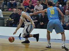 Z utkání BC Geosan Kolín - Prostějov (80:77).