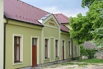 Kdysi vyhlášenou hospodu koupila obec a přebudovává ji na kulturní a společenské centrum.
