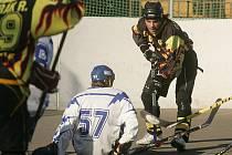 Hokejbalisté Kolína o víkendu nejprve prohráli s Ďáblicemi, poté porazili Mělník.