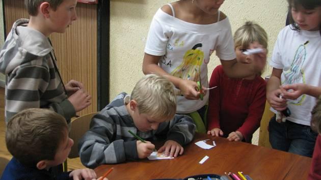 Plaňanská škola provoněná podzimem přivítala děti z mateřinek