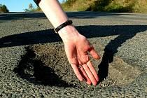 Kraj ruší zakázky, hodlá znovu vybírat firmy, jež opraví na Kolínsku silnice