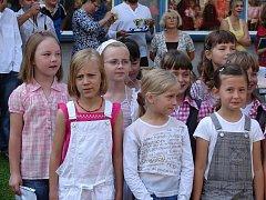 Slavnostní loučení s žáky devátých tříd na 7. základní škole.