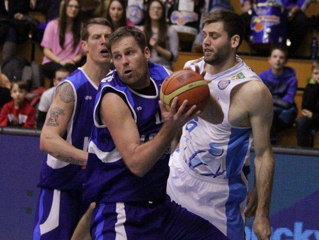 Na poslední vystoupení v Prostějově nebudou v dobrém vzpomínat basketbalisté Kolína. Na Hané totiž prohráli o 27 bodů.