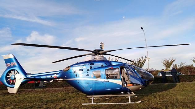 Zraněného cyklistu transportovala letecká záchranná služba.