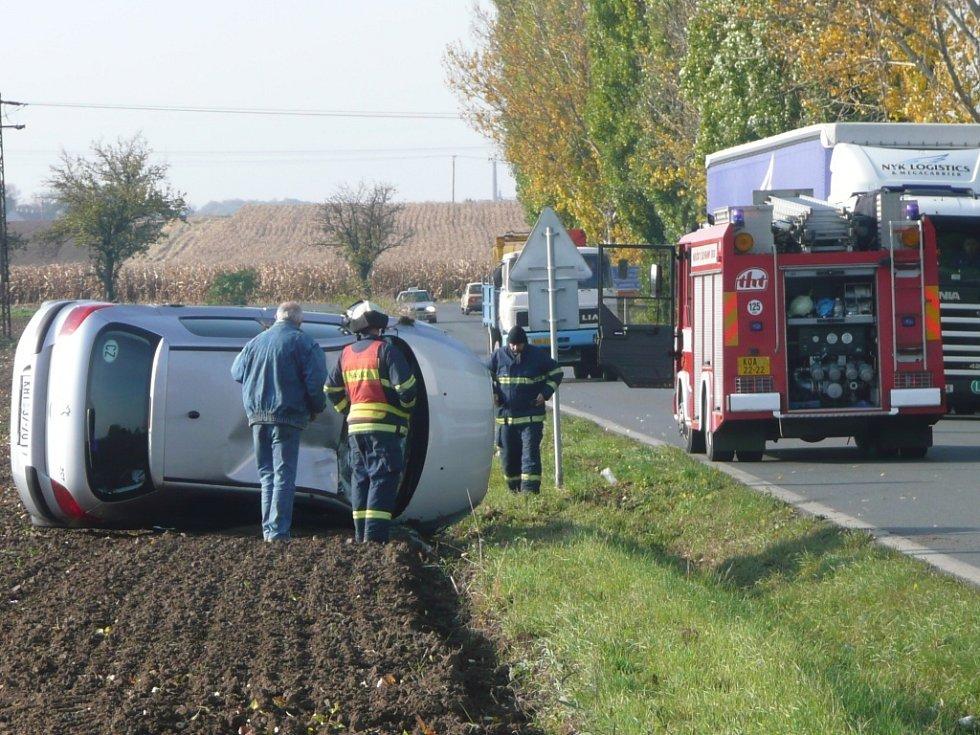 Řidič peugeotu měl štěstí v neštěstí.