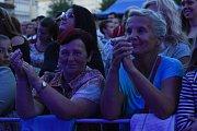 Tečku za kolínským kulturním létem udělali Michal Hrůza a kapela Ille