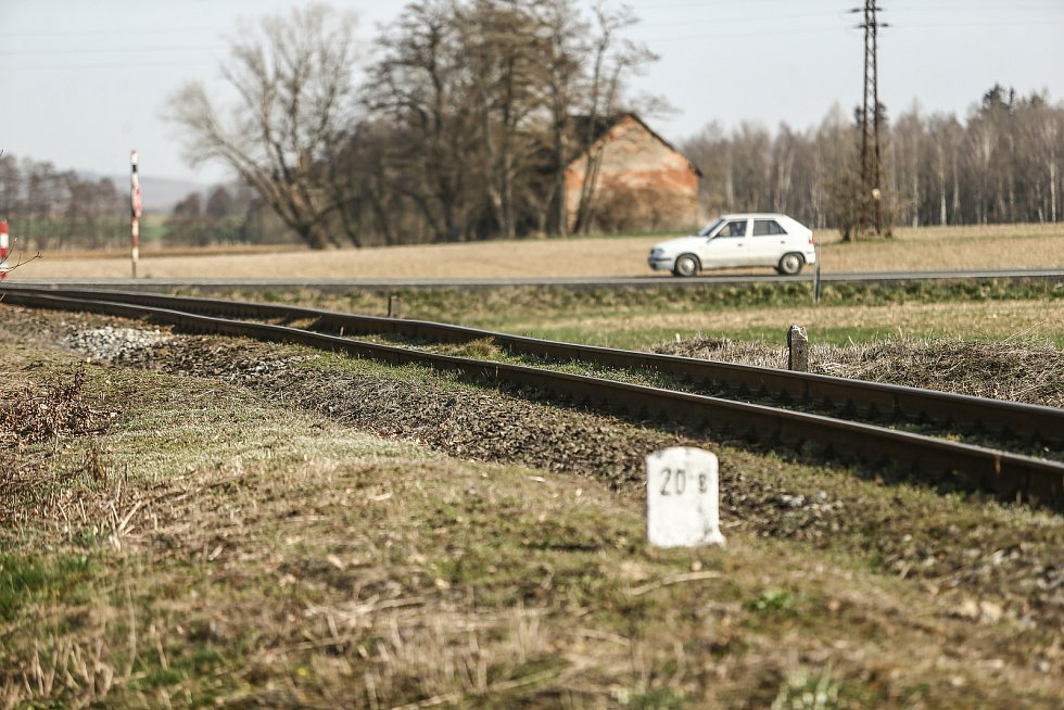 Železniční přejezd P5926 v Hatích.