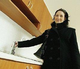 První nájemníci se do nových bytů v budově bývalého štábu nastěhují v květnu.