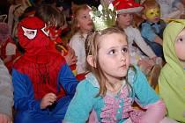 Sobotní odpoledne si děti na karnevalu v Českém Brodě užily