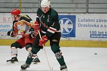 Z hokejového utkání krajského přeboru Žabonosy - Králův Dvůr.