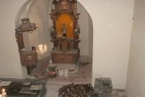 Z rekonstrukce kostela sv. Jana Nepomuckého v Cerhenicích