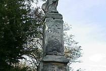 Soubor barokních soch Klášterní Skalice je unikátně dochovaným dokladem barokní symboliky v krajině. Postavy světců a boží muka tvoří ramena pomyslného latinského kříže, v jehož středu se, pod dohledem nebeských ochránců, nachází (bývalý) klášter.