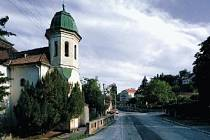 Kostel Nanebevzetí panny Marie v Černošicích.