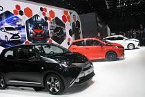 Třetí příčka obliby barev patří metalické černé, druhá příčka červené a vavříny vítězství v oblibě má stále klasická bílá.