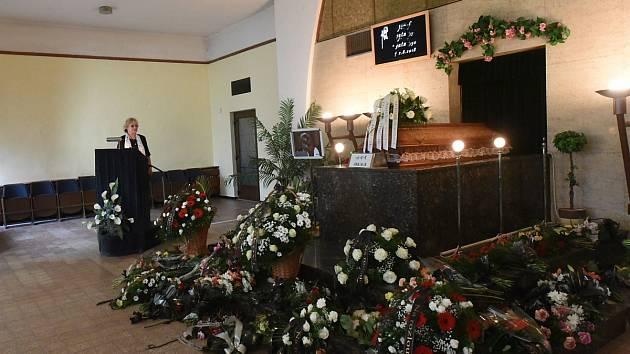 Pohřeb ve velké smuteční síni na centrálním hřbitově v Kolíně. Ilustrační foto.