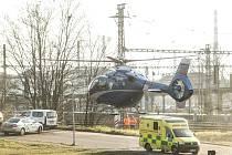 Záchranářský vrtulník u Starých lázní v Kolíně v pátek 17. ledna 2020.