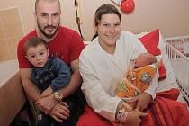 Dvouletý Maxim se raduje ze sestřičky Lary Frankové. Ta se narodila 25. ledna 2011 s výškou 47 centimetrů a váhou 2840 gramů. Oba dva společně s maminkou Zuzana Pilpachovou a tatínkem Janem Frankem budou bydlet v obci Kšely.