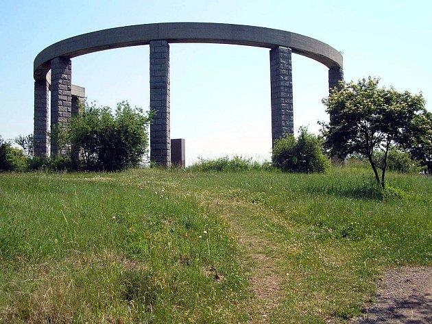 Památník nad obcí Ždánice