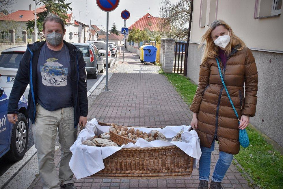 Voňavé pečivo ze Štolmíře putovalo k seniorům do domova Anna a nemocnice v Českém Brodě.