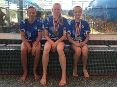 Úspěšné kolínské plavkyně - zleva Klára Reslová, Blanka Lelková a Viktorie Olivová.