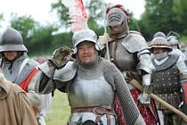 Jubilejní 20. ročník rekonstrukce historických bitev na kolínské jízdárně se nesl v duchu legendy o králi Artušovi.