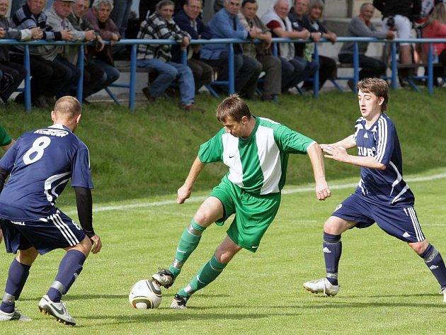 Z fotbalového okresního derby I.A třídy Kouřim - Zásmuky (6:1)