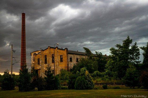 Areál bývalého cukrovaru v Cerhenicích, současný stav (2018).