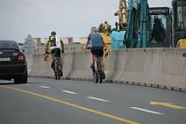 Cyklisté už nyní na Nový most po dobu jeho opravy nesmějí