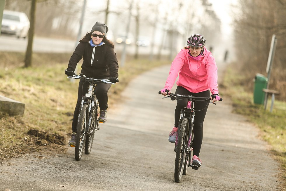 Pěkné počasí přálo ve středu 24. února sportu i procházkám. S redakčním objektivem jsme navštívili cyklostezku mezi Kolínem a Poděbrady.