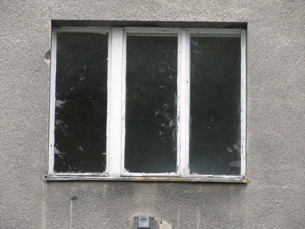Město Kolín hodlá prodat velký bytový dům v Zengrově ulici. Objekt je však v dezolátním stavu, vyžaduje kompletní rekonstrukci.