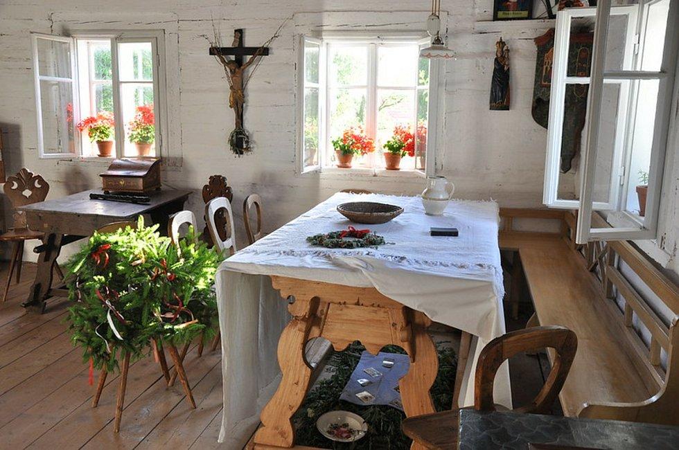 Zajímavý zvyk stlaní postýlky svatého Jana byl v minulosti rozšířen v severovýchodních Čechách.