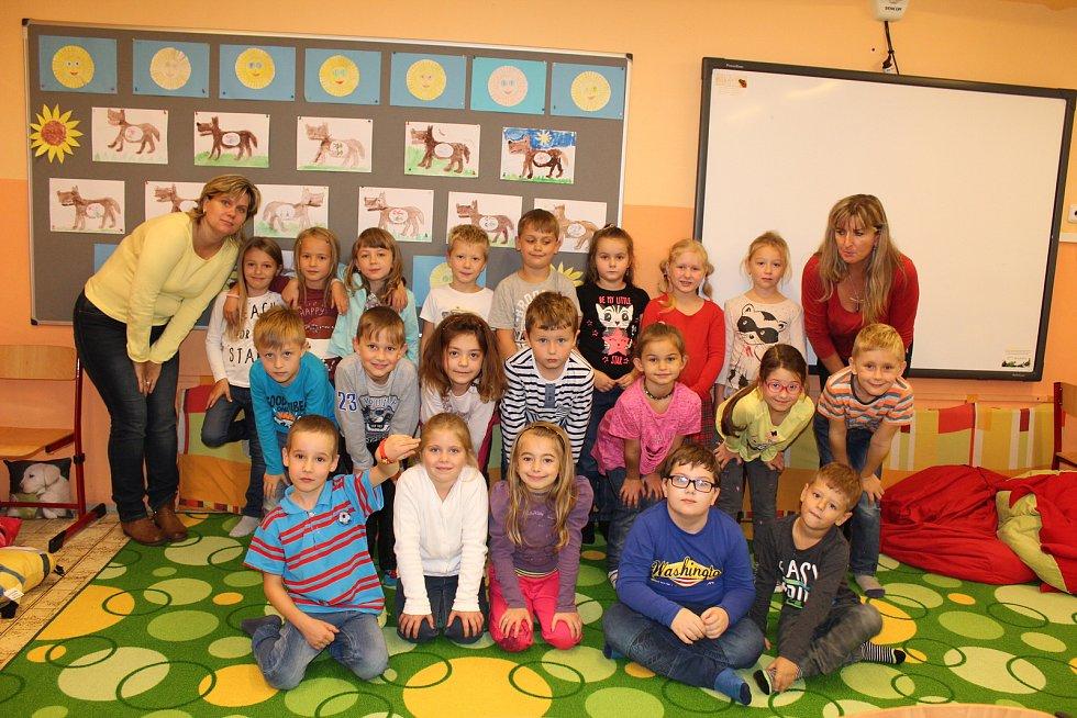 1. A  1. základní školy Kolín s třídní učitelkou Janou Matuškovou a asistentkou Petrou Melounovou