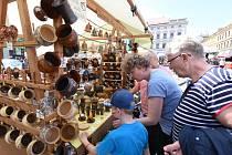 Májové trhy doprovodili šermíři i jižanská a bluesová hudba.