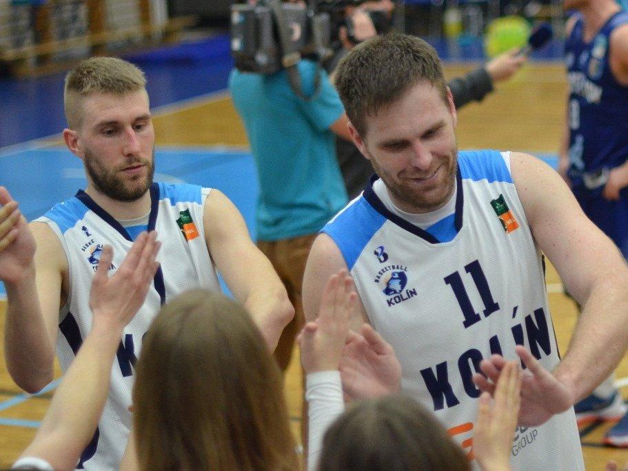 David Machač (vpravo) slaví spolu s Michalem Vocetkou vítězství nad Prostějovem.