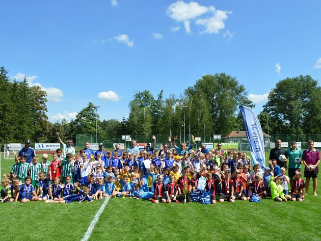 V Pečkách se představilo dvanáct týmů.
