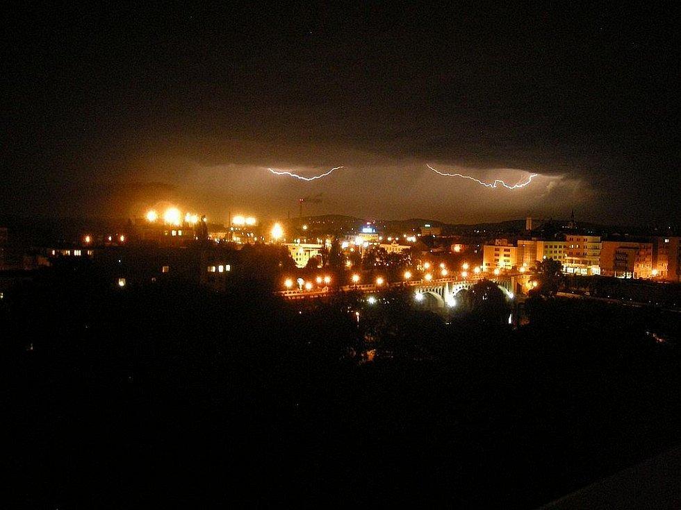 Noční bouře v Kolíně v pondelí 17. srpna.