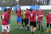 Hráči FK Klec se radující z titulu.