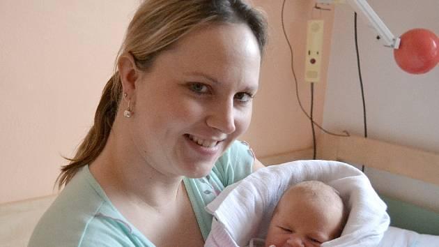 Eliška Jenešová se poprvé podívala na maminku Petru a tatínka Dana 29. ledna 2014. Po narození měřila 50 centimetrů a vážila 3130 gramů. Pyšní rodiče si svou prvorozenou odvezli do Ratboře.