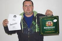 Karel Lubrt vyhrál karton piv značky Rohozec, poukázku v hodnotě 100,-Kč do kavárny Kristián a poukázku v hodnotě 100,-Kč do Fresh baru Bombardino.