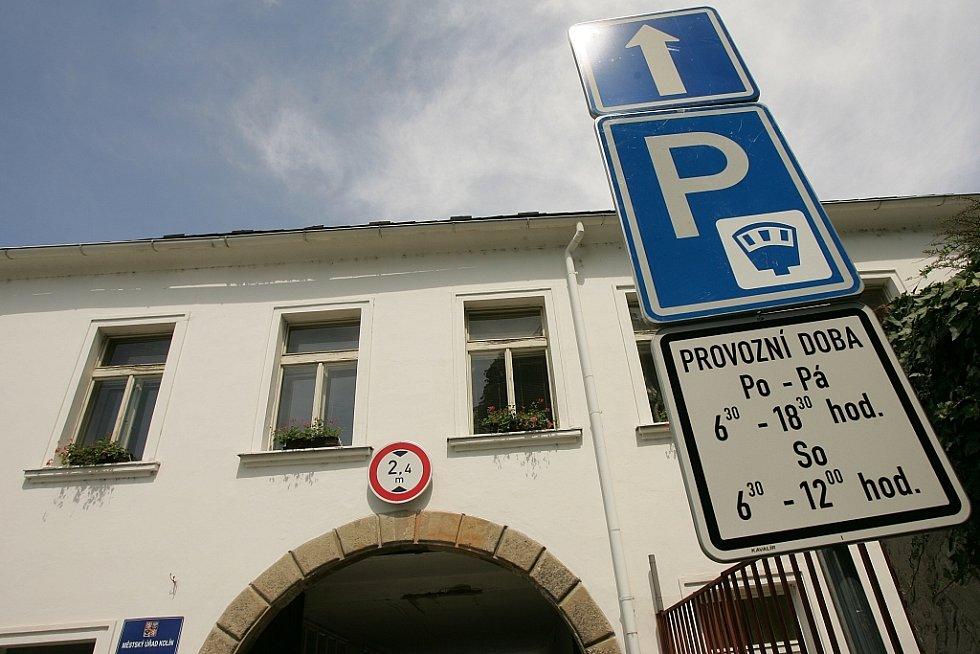 První den placeného parkování v areálu bývalého pivovaru v Kolíně