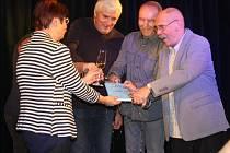 Křest knížky o kolínském fotbale, kterou napsal Jaroslav Bejlek (vpravo), proběhl v divadelním klubu Scapino.