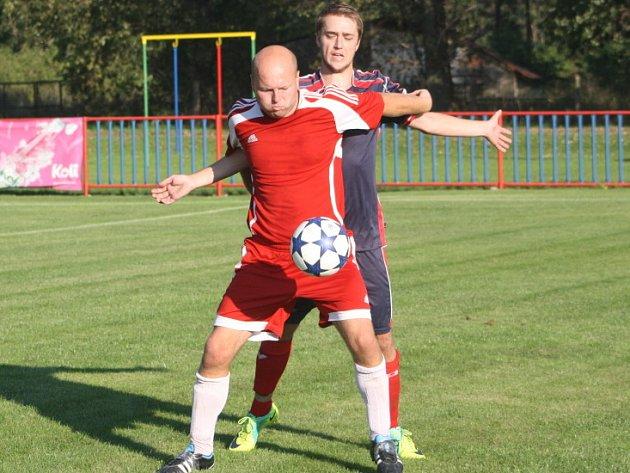Z utkání Jestřabí Lhota - Bečváry (2:2).