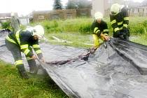Příprava na povodně v Sendražicích