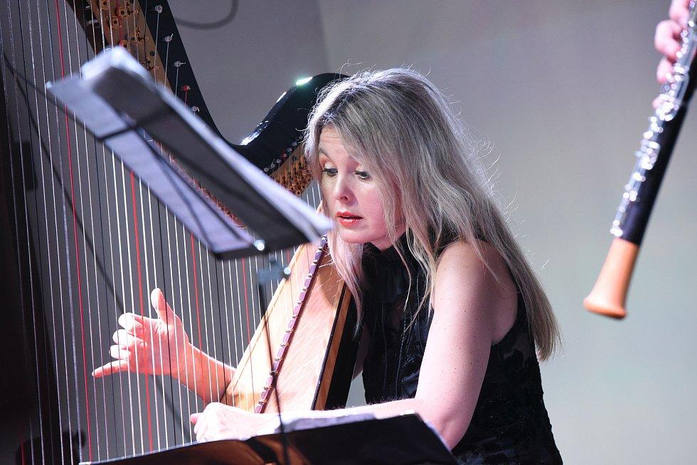 Z koncertu harfenistky Kateřiny Englichové a hobojisty Viléma Veverky v Kolíně.