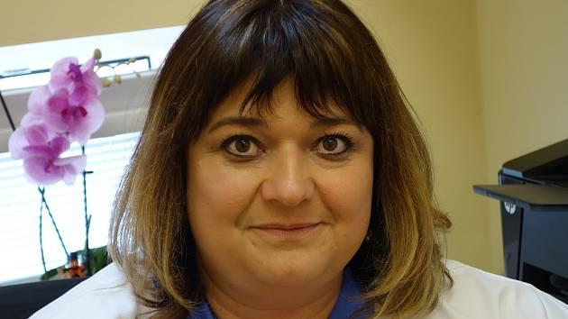 Pavlína Havlíková působí jako vrchní sestra oddělení domácí péče v Oblastní nemocnici Kolín.