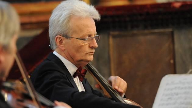 Tentokrát do kolínské synagogy se přestěhoval v úterý večer další koncert jubilejního padesátého cyklu místního Kruhu přátel hudby
