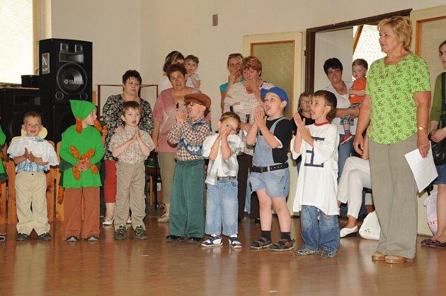 Dárky nadělovaly děti i Rasputin.