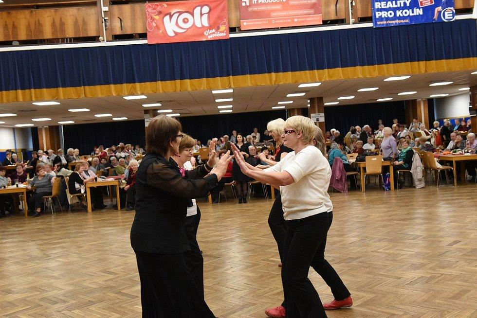 Vánoční posezení s hudbou a tancem pro seniory v Kolíně.